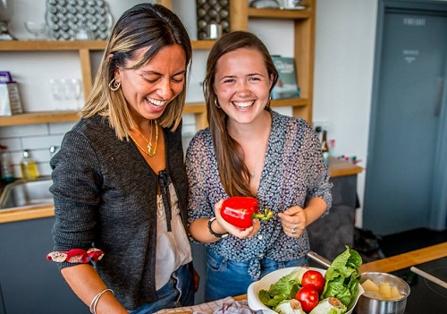 Cooking Class Empowers Refugees: Jess Thompson of Migrateful