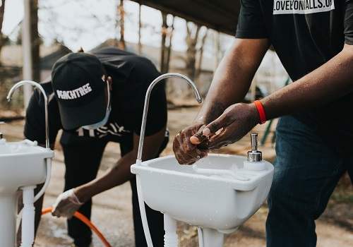 Love Sinks In: Bringing Lifesaving Handwashing Stations to Unhoused People